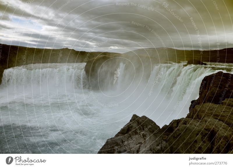 Island Umwelt Natur Landschaft Urelemente Wasser Himmel Wolken Klima Nebel Felsen Fluss Wasserfall Godafoss außergewöhnlich bedrohlich dunkel fantastisch