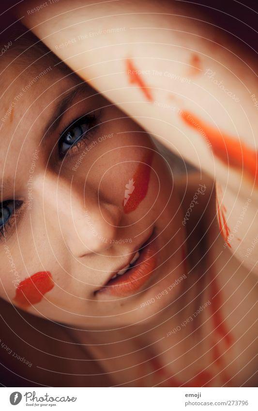 nah&bunt feminin Junge Frau Jugendliche Gesicht 1 Mensch 18-30 Jahre Erwachsene orange selbstbewußt fordern Körpermalerei Kunst Schminke Farbfoto Nahaufnahme