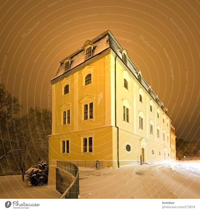 Anna Amalia Bibkiothek in der Nacht Architektur Bibliothek Schnee Kleinstadt Bauwerk Sehenswürdigkeit gebrauchen lesen lernen historisch gelb ruhig Bildung