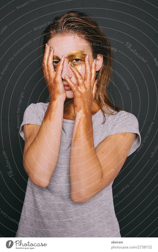 junges Mädchen mit Farbe im Gesicht Lifestyle Nachtleben Entertainment Party Veranstaltung Karneval Jahrmarkt Mensch feminin 1 18-30 Jahre Jugendliche