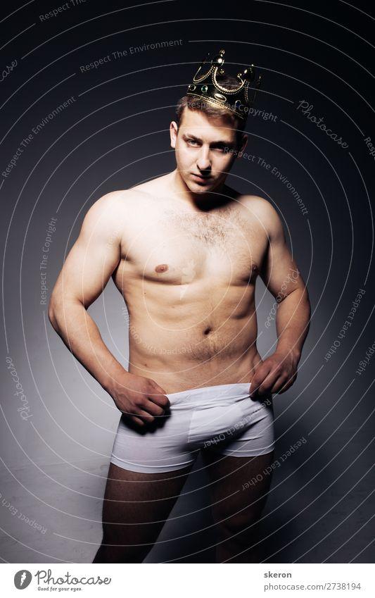 sexy Typ mit Krone und Unterwäsche Lifestyle schön Körperpflege Freizeit & Hobby Spielen Nachtleben Entertainment Party Veranstaltung Feste & Feiern Karneval