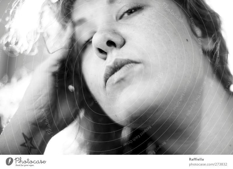 überleben und gefühle haben Mensch Jugendliche Hand Erwachsene Gesicht Auge feminin Haare & Frisuren Kopf Junge Frau Haut 18-30 Jahre Mund Nase leuchten Stern (Symbol)