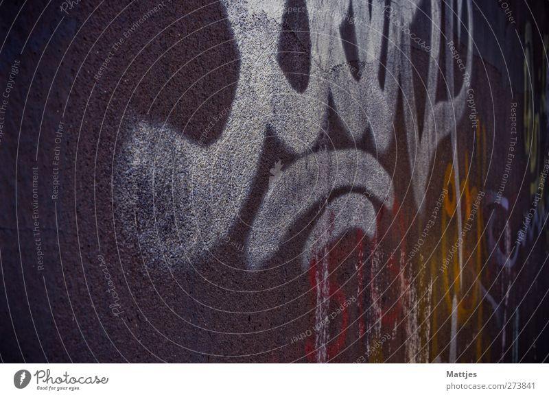 Graffiti rot Haus gelb dunkel Graffiti Kunst braun modern ästhetisch Abenteuer Jugendkultur Zukunftsangst trendy Gewalt Stress trashig