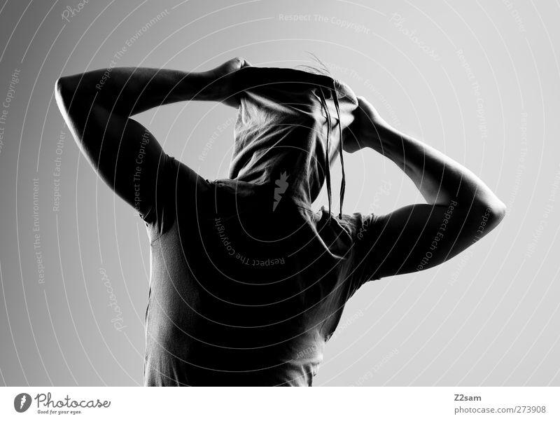 Bin gar nicht da! Mensch maskulin Junger Mann Jugendliche 1 18-30 Jahre Erwachsene Skulptur T-Shirt Rollkragenpullover kämpfen stehen sportlich dunkel gruselig