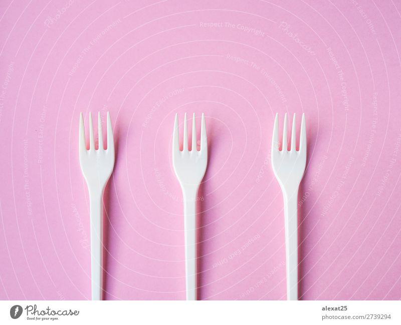 Plastik Gabelmuster auf rosa Hintergrund Besteck Design Tisch Küche Accessoire Kunststoff hell weiß Farbe farbenfroh Kopie essen Gerät Gabeln horizontal