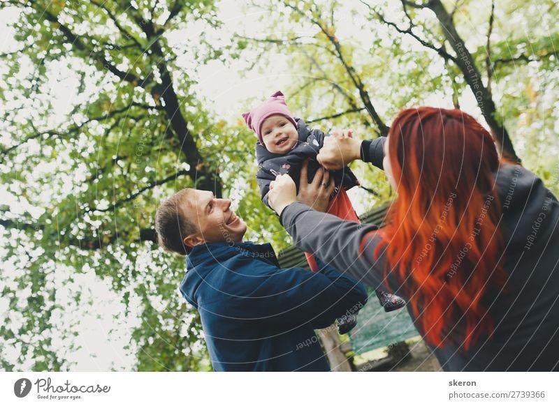 glückliche Familie auf einem Frühlingsspaziergang Lifestyle Freizeit & Hobby Spielen Ferien & Urlaub & Reisen Ausflug Abenteuer Freiheit Sommer Muttertag