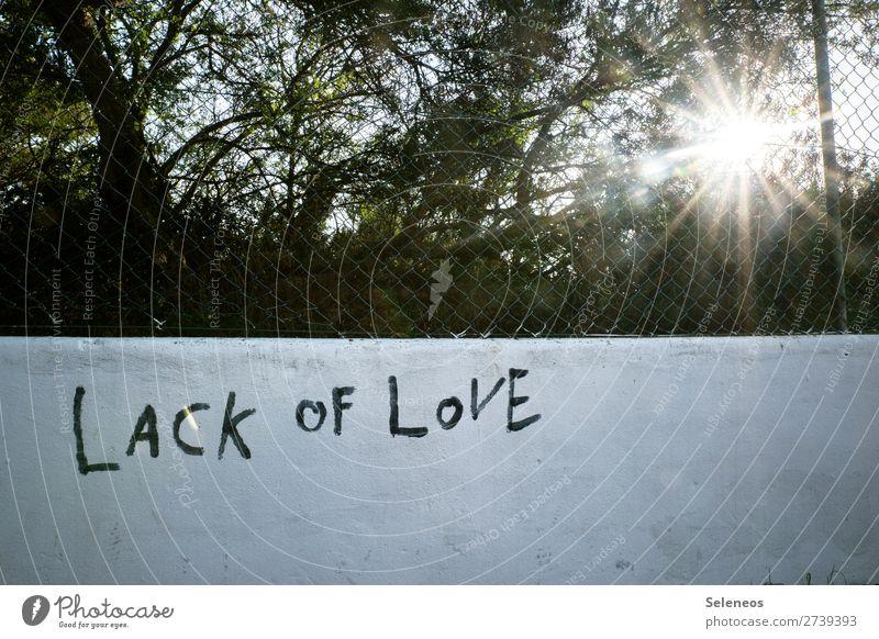 Lack of Love Sonne Sonnenlicht Mauer Wand Fassade Zeichen Schriftzeichen Graffiti loyal Zusammensein Liebe Verliebtheit Treue Traurigkeit Liebeskummer Farbfoto