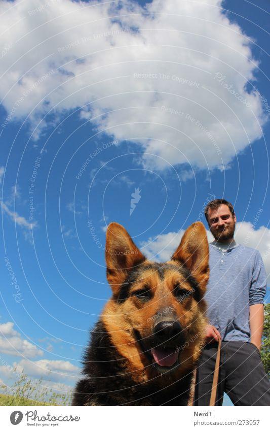 Hund&Mann maskulin Junger Mann Jugendliche 1 Mensch Vollbart Tier Haustier Neugier niedlich Idylle Farbfoto mehrfarbig Außenaufnahme Freisteller Tag