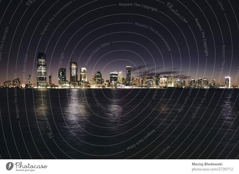 New Jersey Panorama bei Nacht, USA. Ferien & Urlaub & Reisen Sightseeing Städtereise Himmel Fluss Stadt Stadtzentrum Skyline Hochhaus Gebäude Architektur dunkel