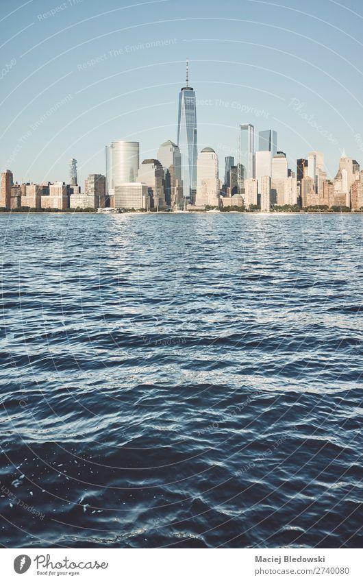 Skyline von New York City, USA. Lifestyle kaufen Reichtum Ferien & Urlaub & Reisen Sonne Büro Himmel Stadtzentrum Hochhaus Gebäude Architektur Erfolg blau