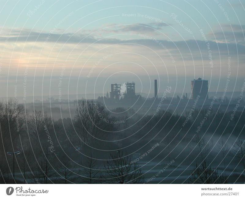 Industrie im Nebel Wolken Landschaft Stimmung Hintergrundbild Seil Industriefotografie Fabrik Stromkraftwerke Sonnenaufgang