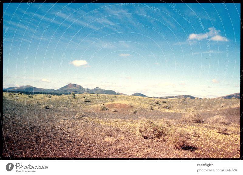 landschaft Himmel Ferien & Urlaub & Reisen Sonne Sommer Pflanze Einsamkeit Wolken Landschaft Berge u. Gebirge Erde Abenteuer Schönes Wetter Spanien Lanzarote