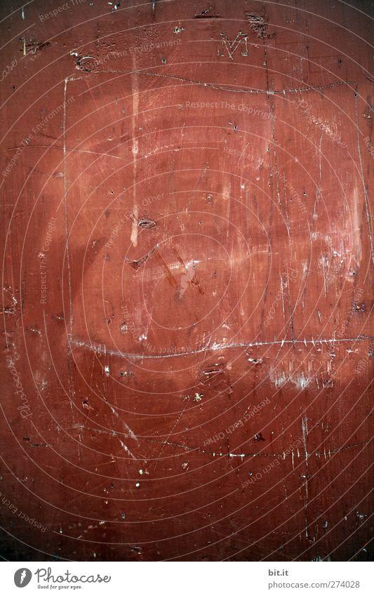 Aufgekratzt Design Kunst Kunstwerk Gemälde Mauer Wand Treppe Stein Beton Zeichen Schilder & Markierungen Linie Streifen dreckig kaputt Wärme rot Warmherzigkeit