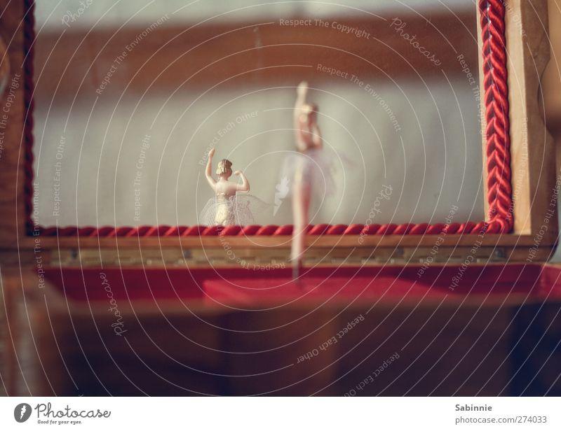 Tänzchen Spieldose Tänzer Balletttänzer Tanzrock Kasten Schachtel drehen Tanzen braun gold rot Musik Spiegelbild Reflexion & Spiegelung Holz Statue Nostalgie