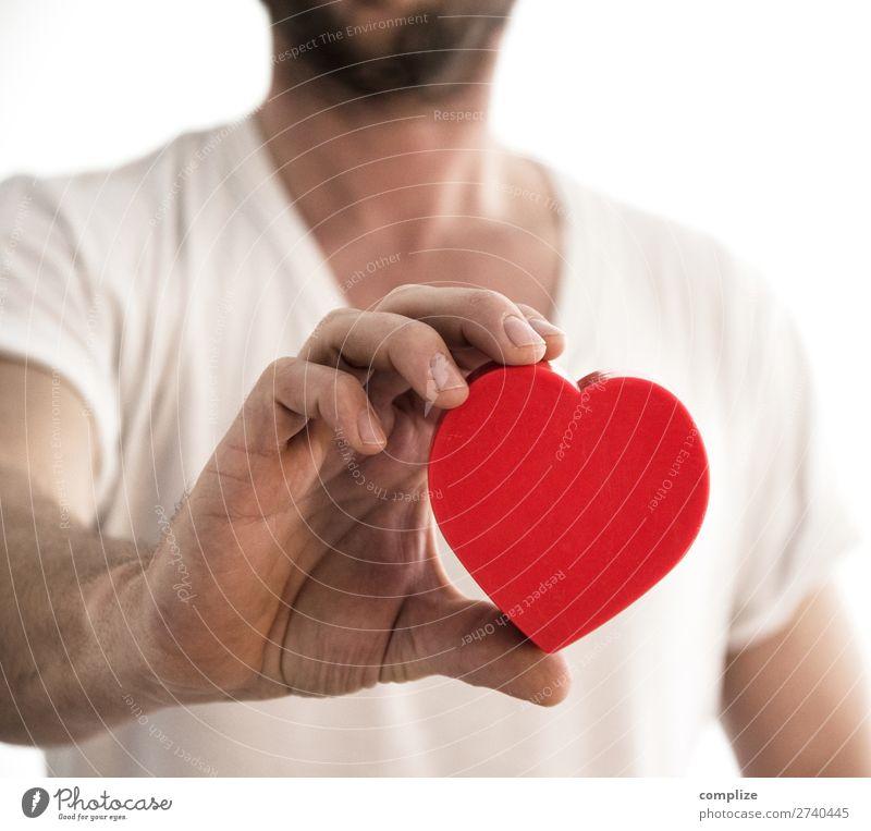 Mann mit Herz Ernährung Glück Gesundheit Gesundheitswesen Alternativmedizin Gesunde Ernährung Fitness Krankheit Übergewicht Leben Wohlgefühl Flirten