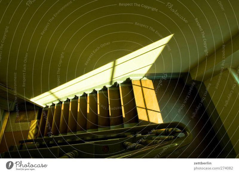 Zentrale Zettecke Stadt alt Haus dunkel Wand Architektur Gebäude Mauer Treppe Bauwerk Wohnhaus Treppenhaus Stadtzentrum Treppengeländer Karriere aufwärts
