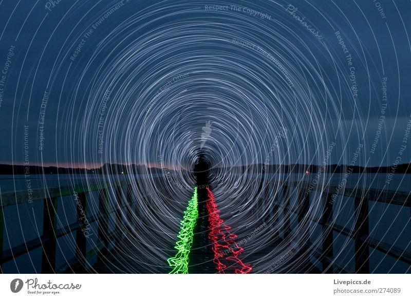 GREEN-RED RODDEN Mensch maskulin Mann Erwachsene Körper 1 Kunst Künstler Maler Himmel Wolken Pflanze Seeufer Strand Brücke Wasser drehen leuchten grün rot weiß