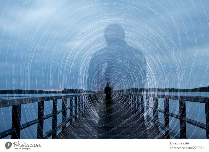 SHADOW RODDEN Mensch maskulin Mann Erwachsene Körper 1 Kunst Künstler Maler Wasser Himmel Wolken schlechtes Wetter Pflanze Seeufer Strand Brücke drehen leuchten
