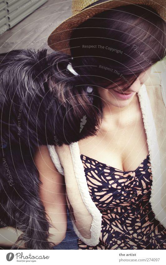 friendship Mensch feminin Junge Frau Jugendliche Erwachsene Freundschaft Haare & Frisuren 1 Mode Kleid Hut brünett Haustier Hund Tiergesicht Fell genießen