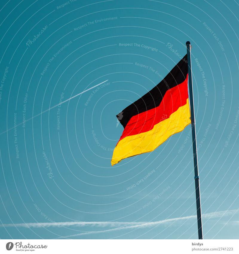 es geht aufwärts Wolkenloser Himmel Schönes Wetter Wind Deutsche Flagge Deutschland Luftverkehr Kondensstreifen Fahne leuchten ästhetisch authentisch positiv