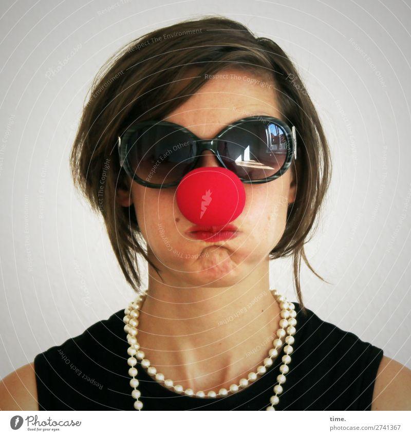 5.000 time.s | Tschingderassabumm feminin Frau Erwachsene 1 Mensch Künstler Schauspieler Clown T-Shirt Accessoire Schmuck Sonnenbrille Halskette brünett