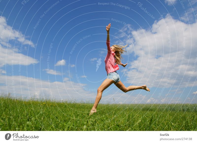 summer vibes Gesundheit sportlich Fitness Wellness Leben Wohlgefühl Erholung Kur feminin Junge Frau Jugendliche Körper 1 Mensch 18-30 Jahre Erwachsene Wiese