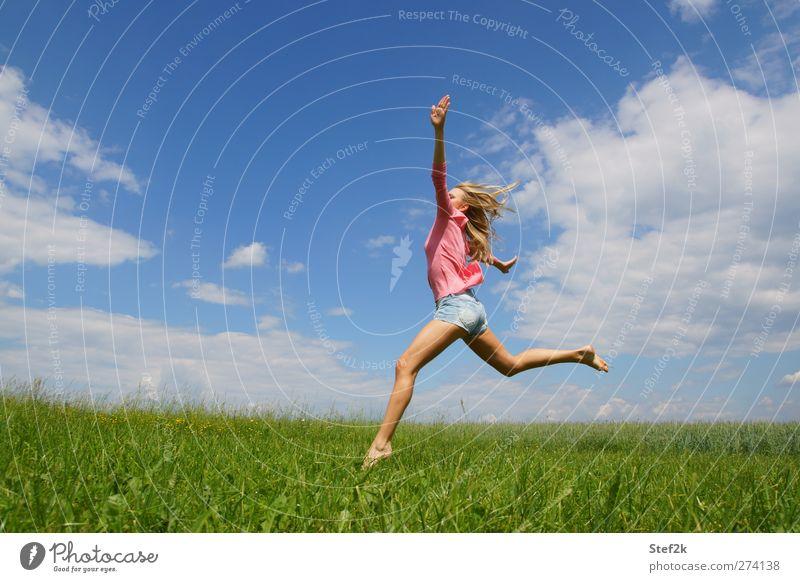 summer vibes Mensch Jugendliche Erwachsene Erholung Wiese feminin Leben springen Junge Frau Mode Gesundheit Körper blond natürlich 18-30 Jahre Wellness