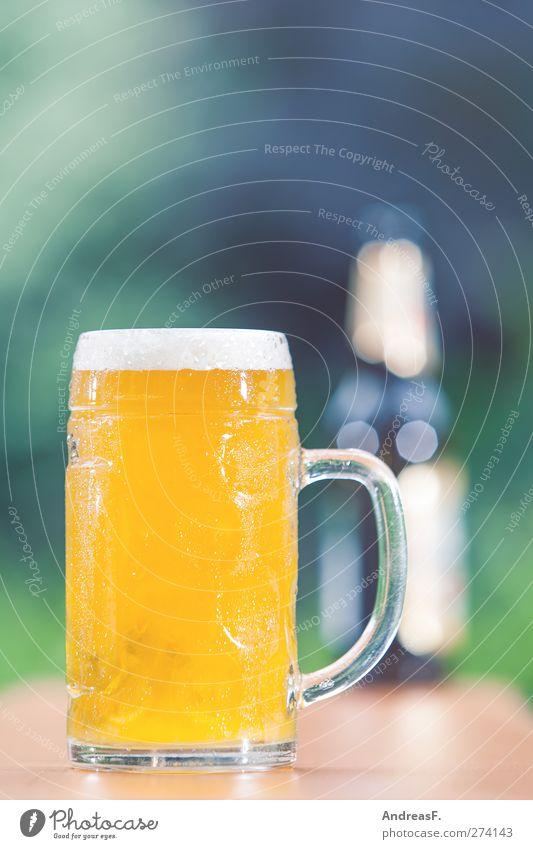 Hopfen und Malz... Lebensmittel Getränk Erfrischungsgetränk Alkohol Bier Flasche Glas Sommer Sommerurlaub Sonne Garten Restaurant Feste & Feiern trinken