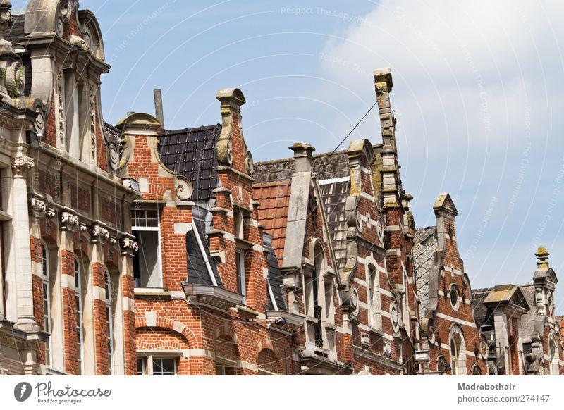 alte Dachfirste in Löwen, Belgien Himmel Leuven Europa Kleinstadt Stadtzentrum Altstadt Haus Gebäude Architektur Stadthaus Mauer Wand Fassade Fenster Dachgiebel