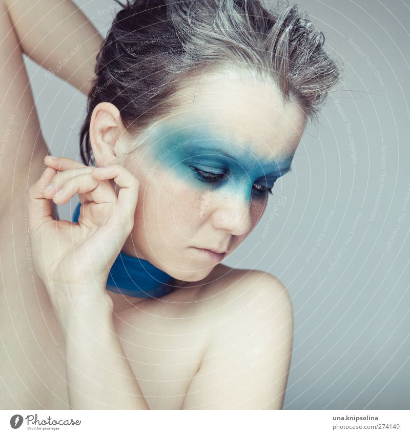 bleuet schön Gesicht Kosmetik Schminke feminin Junge Frau Jugendliche Erwachsene 1 Mensch 18-30 Jahre Haare & Frisuren brünett weißhaarig Denken träumen