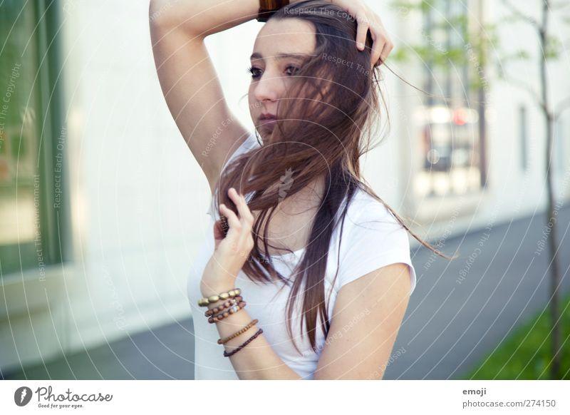 haarige Angelegenheit feminin Junge Frau Jugendliche 1 Mensch 18-30 Jahre Erwachsene brünett langhaarig schön einzigartig natürlich Farbfoto Außenaufnahme Tag