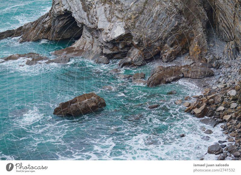 Felsen im Meer Klippe Wasser Küste Strand Natur Außenaufnahme Ferien & Urlaub & Reisen Ausflugsziel Platz Landschaft Horizont Hintergrund Tapete ruhig