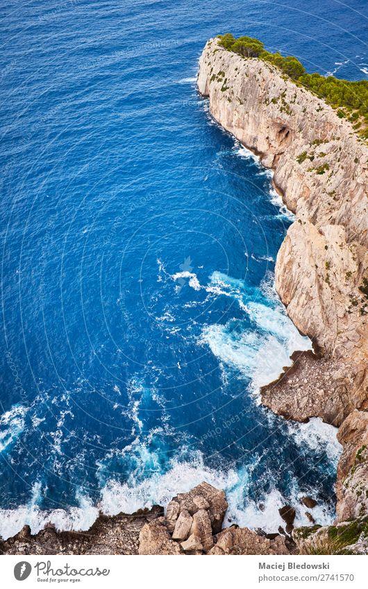 Blick die Klippe hinunter, Mallorca. Ferien & Urlaub & Reisen Abenteuer Expedition Sommer Meer Insel Natur Landschaft Felsen Küste blau herabblicken