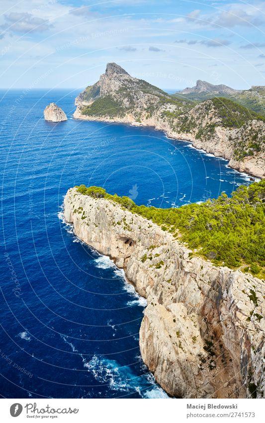Gesamtansicht des Cap de Formentor, Mallorca. Ferien & Urlaub & Reisen Tourismus Ausflug Abenteuer Ferne Sightseeing Sommer Meer Insel Berge u. Gebirge wandern