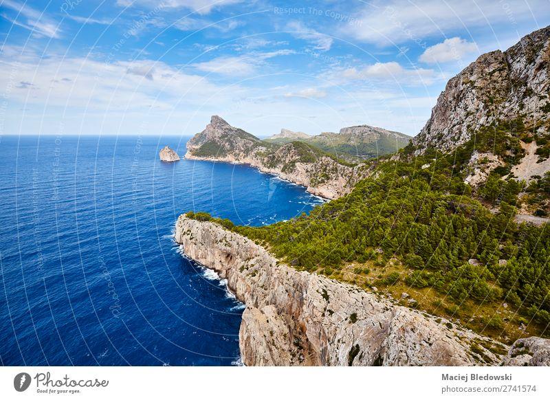 Gesamtansicht des Cap de Formentor, Mallorca. Ferien & Urlaub & Reisen Tourismus Ausflug Abenteuer Ferne Freiheit Sommer Sommerurlaub Meer Insel