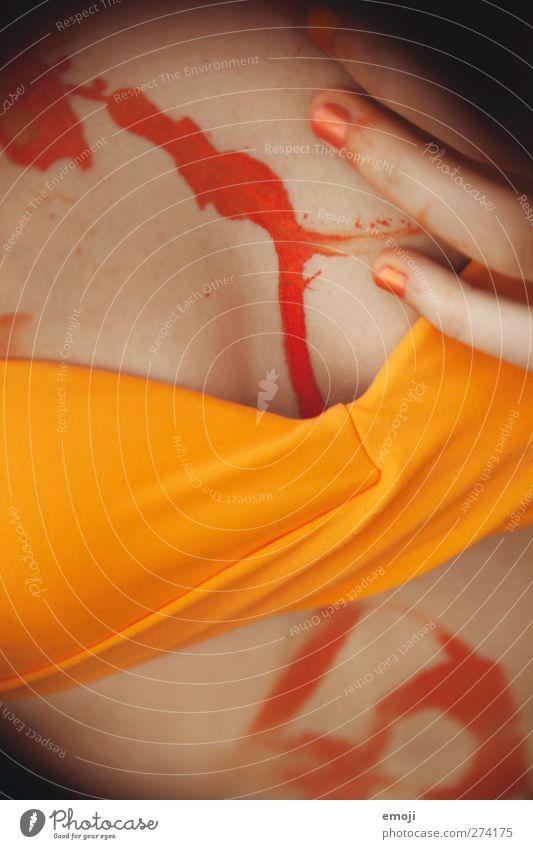 Blut geleckt Junge Frau Jugendliche Brust Frauenbrust 1 Mensch 18-30 Jahre Erwachsene Kunst Künstler Maler Bikini orange Körpermalerei Farbe Farbstoff lasziv