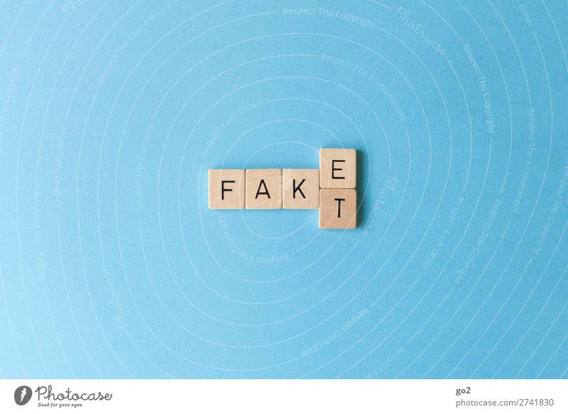 Fake oder Fakt? Holz Freizeit & Hobby Schriftzeichen Kommunizieren authentisch Zukunft Wandel & Veränderung Zukunftsangst Konflikt & Streit Wachsamkeit