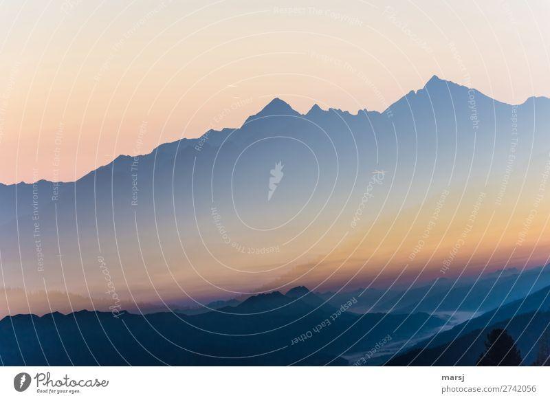 Kurz vor Sonnenaufgang Leben harmonisch Erholung ruhig Meditation Ausflug Berge u. Gebirge Natur Landschaft Wolkenloser Himmel Sonnenuntergang Sonnenlicht