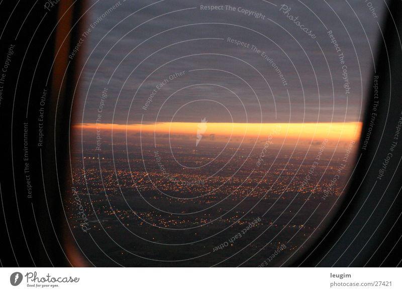 begin Stadt rot Sonne Wolken gelb dunkel Fenster Treppe Flugzeug Argentinien Buenos Aires