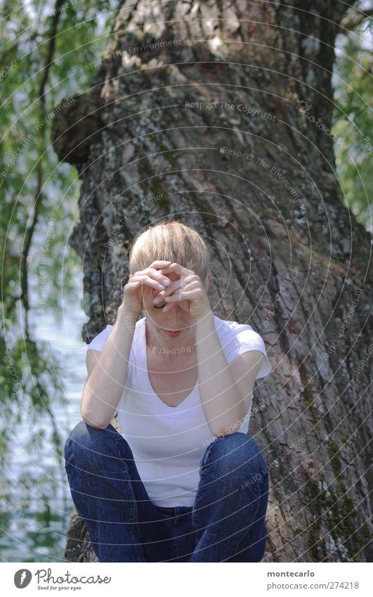 Be distracted.... Mensch Frau Natur Jugendliche blau weiß Sommer Sonne Baum Junge Frau Erwachsene Leben feminin Haare & Frisuren See Park