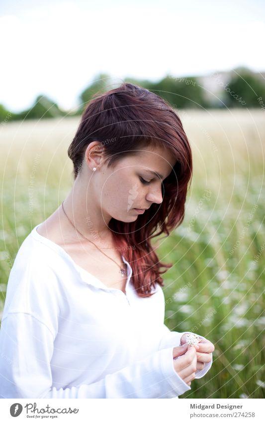 Leichtigkeit 2 | Laura Mensch Natur Jugendliche weiß grün schön Sonne Sommer rot Erwachsene Erholung feminin Gefühle Haare & Frisuren Glück Blüte