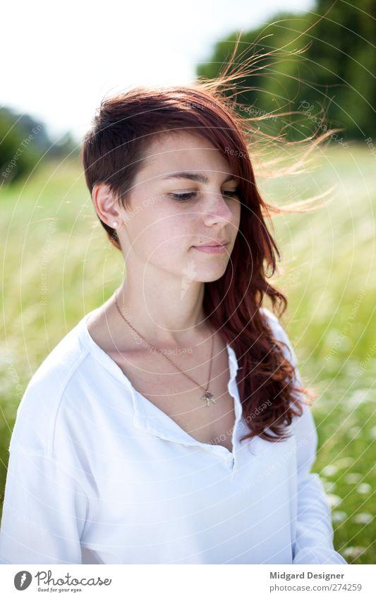Luftzug | Laura Körper Haare & Frisuren Haut Gesicht Sommer Sonne Mensch feminin Junge Frau Jugendliche 1 18-30 Jahre Erwachsene rothaarig langhaarig frei