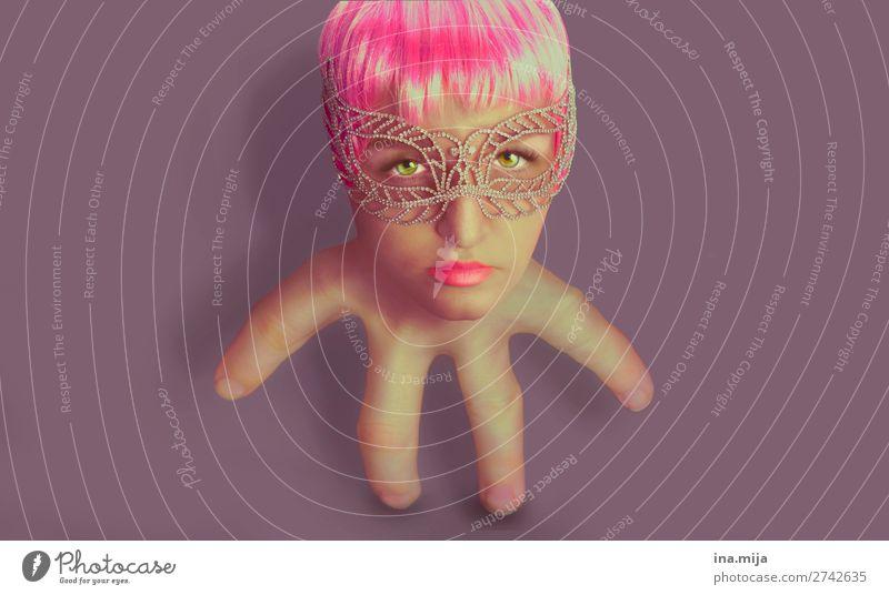 Fremdgesteuert im alltäglichen Puppentheater Mensch feminin androgyn 1 Kunst Künstler Theaterschauspiel Schauspieler Maske kurzhaarig Perücke fantastisch