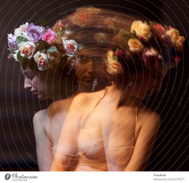 welcher weg ist der richtige? Mensch Jugendliche Erwachsene dunkel feminin Bewegung Haare & Frisuren Junge Frau natürlich 18-30 Jahre weich drehen Bikini Duft Unterwäsche Blumenkranz