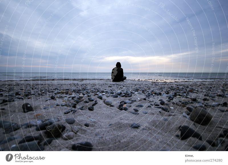 Hiddensee | Room To Stay Mensch Himmel Strand Wolken ruhig Umwelt Ferne Küste Glück Sand Stein Horizont Zeit Stimmung Zufriedenheit Rücken