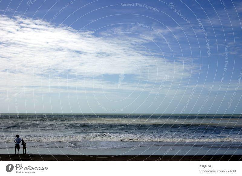 Allein (por ahi no, ¿quien sabe?) Mensch Himmel Meer blau ruhig Einsamkeit Sand 2 Zusammensein Wellen Argentinien Südamerika Ziffern & Zahlen Licht & Schatten