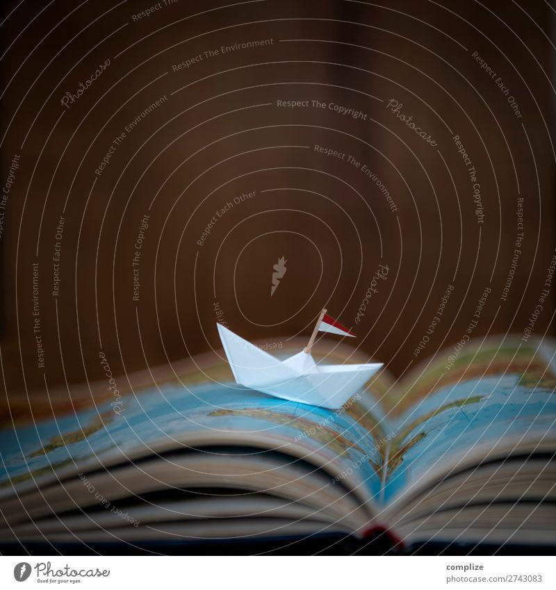 Papierschiffchen auf einer Landkarte Ferien & Urlaub & Reisen Sommer Meer Erholung Freude Reisefotografie Strand Tourismus Schule Freiheit Häusliches Leben