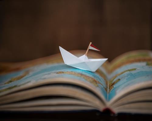 Papierboot auf Atlas Kind Ferien & Urlaub & Reisen Sommer Sonne Meer Erholung Reisefotografie Ferne Strand Gesundheit See Schwimmen & Baden Wasserfahrzeug