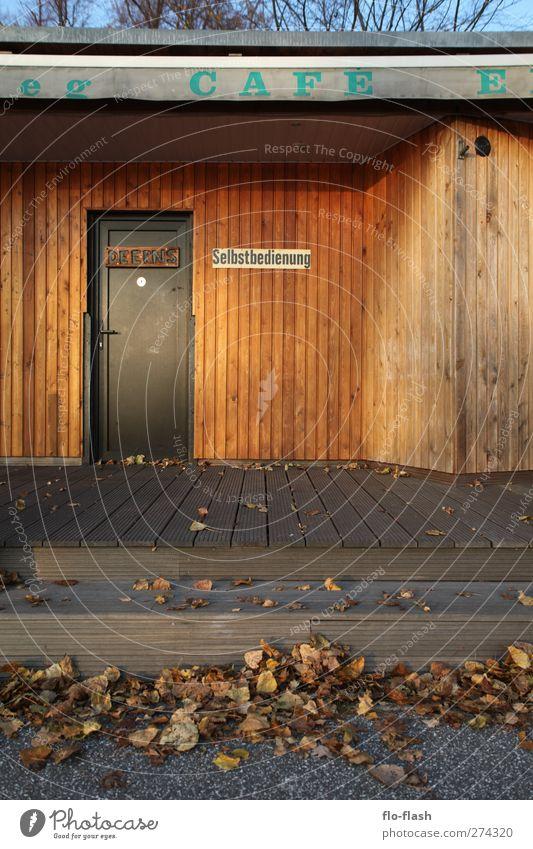 Deerns · Selbstbedienung Ferien & Urlaub & Reisen Tourismus Stadt Hafenstadt Mauer Wand Terrasse Tür Schriftzeichen Schilder & Markierungen Hinweisschild