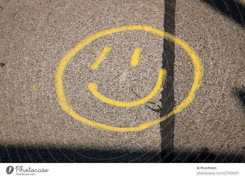 Bitte lächeln! Straße Zeichen Graffiti Lächeln lachen frech Freundlichkeit Fröhlichkeit trendy positiv Stadt gelb Freude Lebensfreude Hoffnung Leichtigkeit